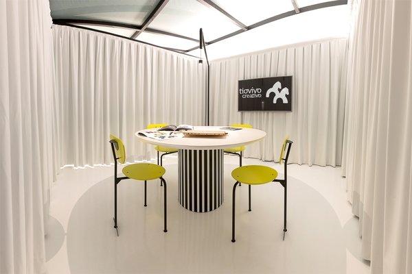 Meeting room at Tiovivo Creativo Workplace Photo 5 of Workplace & office: Tiovivo Creativo Coworking modern home