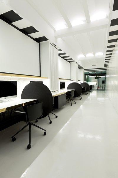 Desks Tiovivo Creativo Workplace Photo 11 of Workplace & office: Tiovivo Creativo Coworking modern home