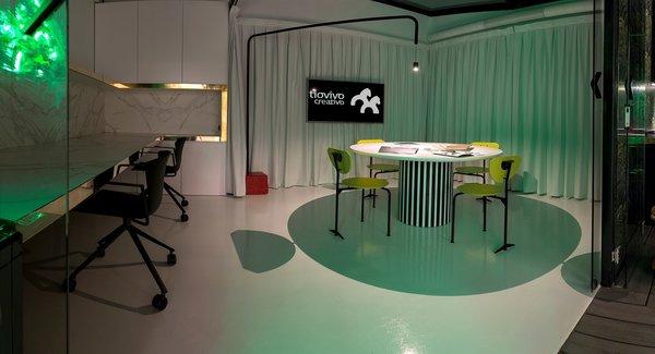 Meeting Room at Tiovivo Creativo Workplace Photo 12 of Workplace & office: Tiovivo Creativo Coworking modern home