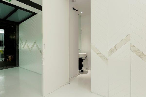 Bathroom at Tiovivo Creativo Workplace Photo 15 of Workplace & office: Tiovivo Creativo Coworking modern home