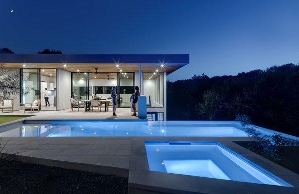Photo  of [Bracketed Space] House modern home