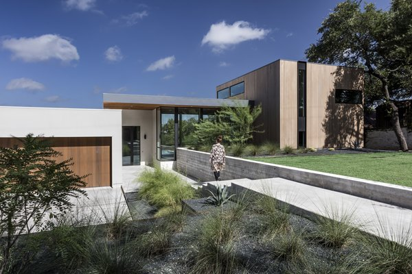 Photo 3 of [Bracketed Space] House modern home
