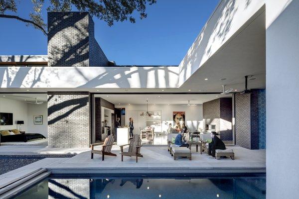 Main Stay House by Matt Fajkus Architecture | Photography: Charles Davis Smith Photo 2 of Main Stay House modern home