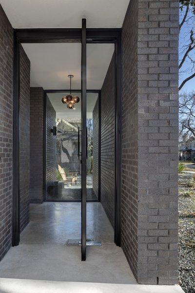 Main Stay House by Matt Fajkus Architecture | Photography: Charles Davis Smith Photo 3 of Main Stay House modern home