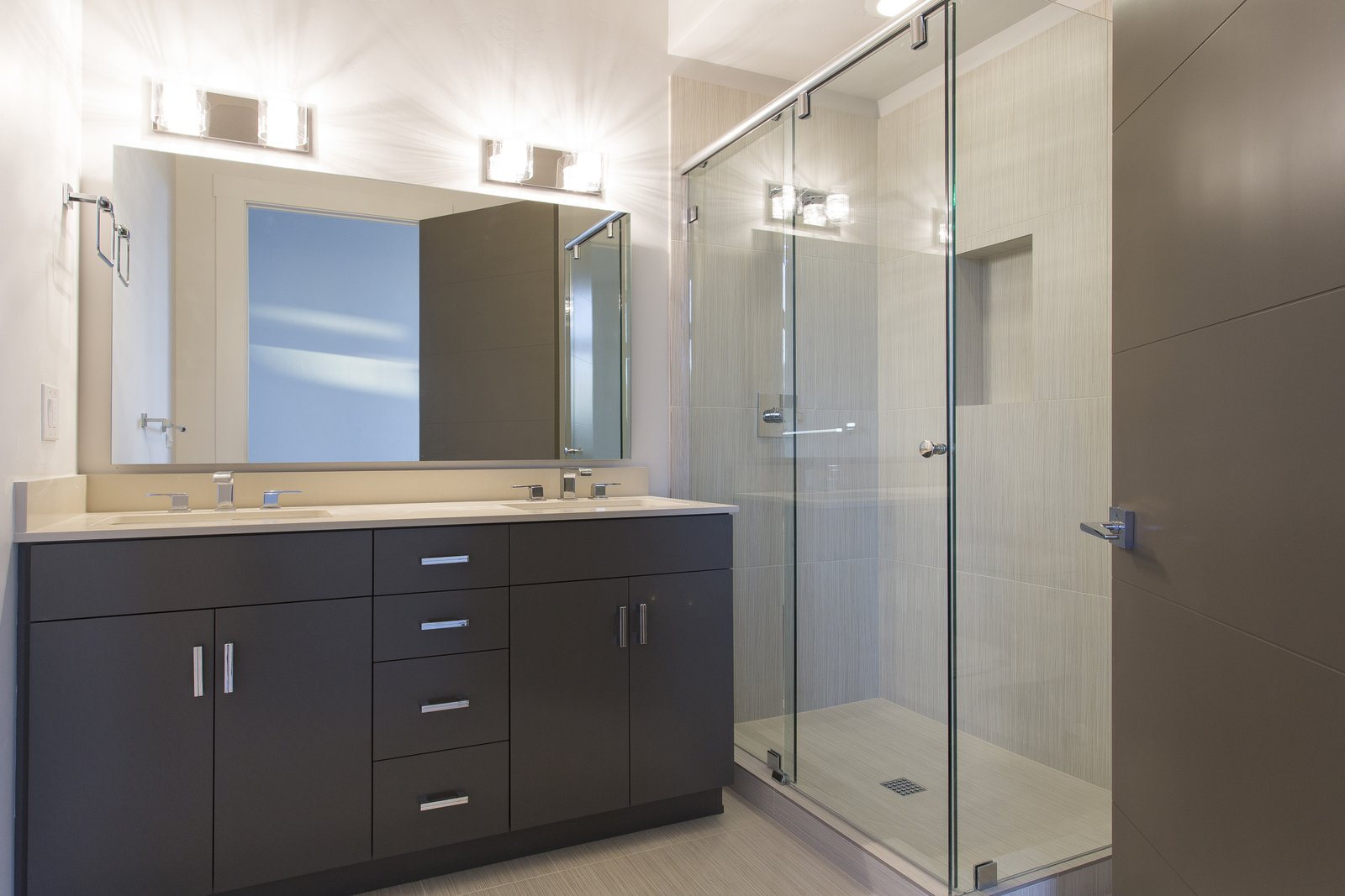 Guest Master Bath  Palisades 14 by The Muve Group