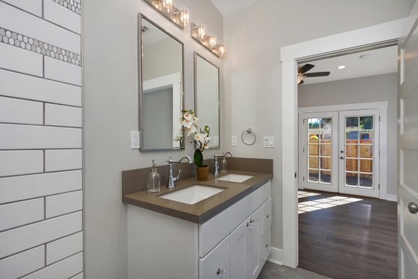Photo 6 of Elmwood modern home