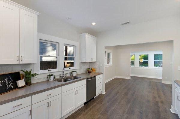 Photo 9 of Elmwood modern home