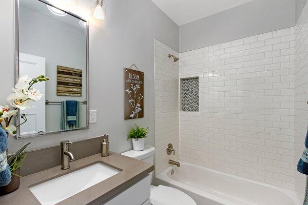Photo 12 of Elmwood modern home