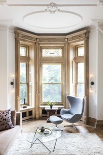 A brownstone in Brooklyn, New York, was renovated by interior designer Kiki Dennis, complete with a full restoration of the wood window framing and decorative moldings. As much of the original fabric was retained as possible.