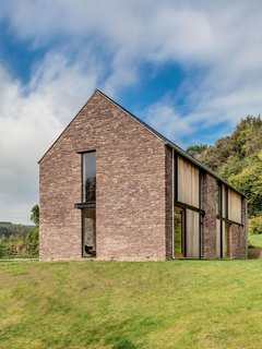 These 4 Modern Homes Around the World Take Advantage of Local Stone - Photo 15 of 16 - The end gable of the house is covered in local sandstone.
