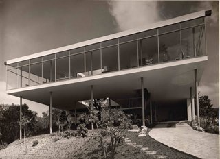 Transformers of the Modern House: Albert Frey and Lina Bo Bardi at the Palm Springs Art Museum - Photo 4 of 10 - Lina Bo Bardi's Bardi House (Casa de Vidro) in São Paulo, Brazil, 1949–1952