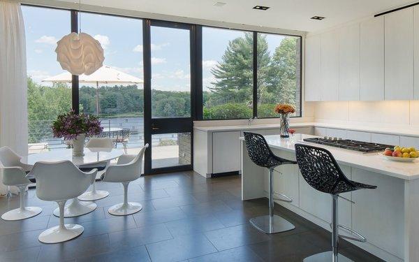 Photo  of Lakeside Modern modern home