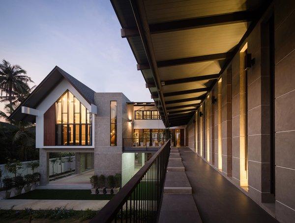Photo 2 of Baan Klang Suan modern home