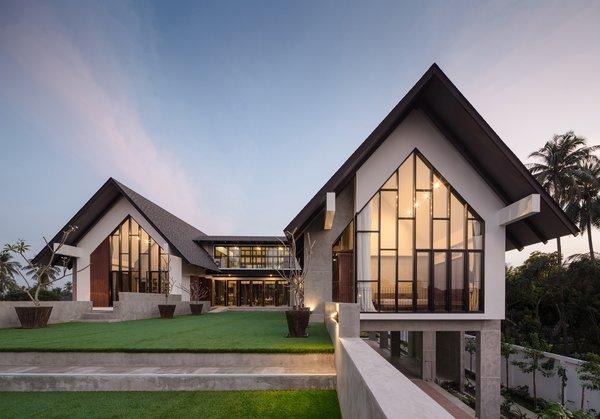 Photo 3 of Baan Klang Suan modern home