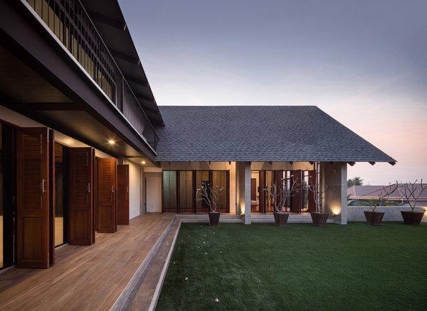 Photo 4 of Baan Klang Suan modern home