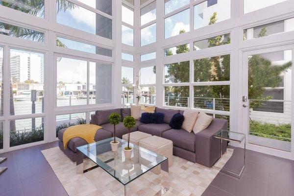 Photo  of Iris on the Bay modern home