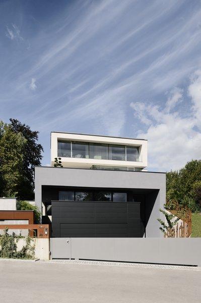 Photo  of H_O modern home