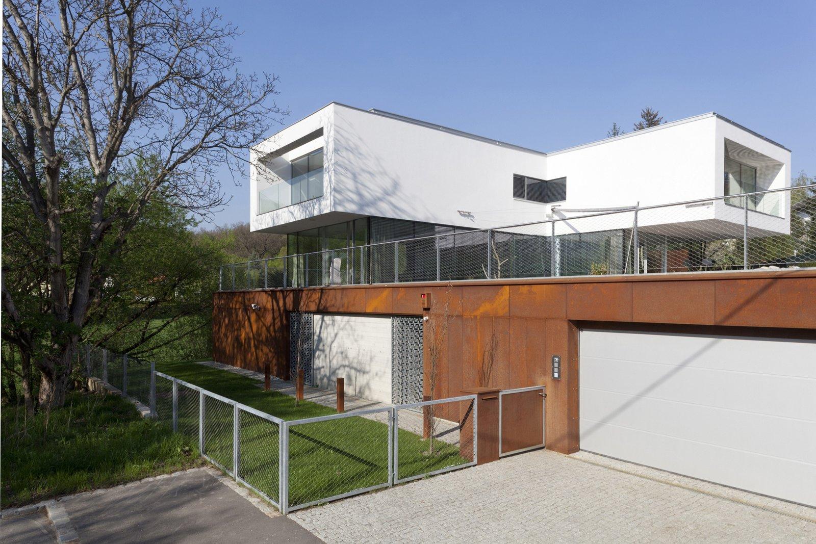 Entrance facade  360° Villa by Architect Zoran Bodrozic