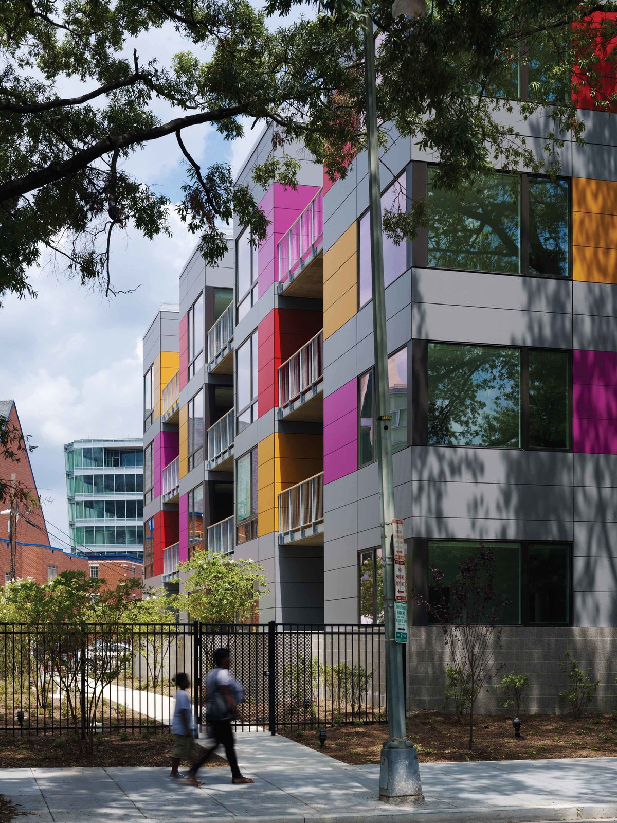 West facade garden pathway In Living Color by Suzane Reatig Architecture