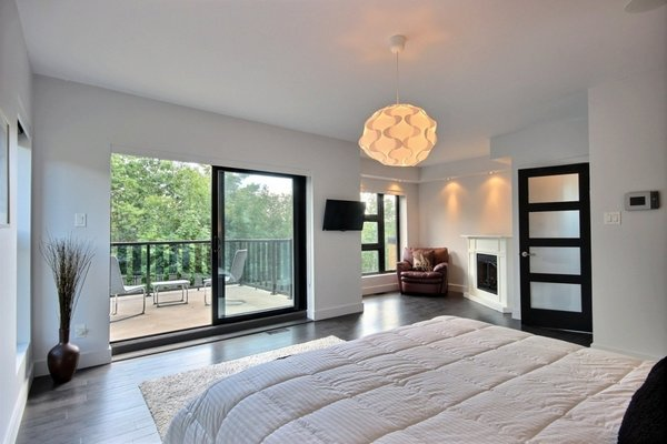 Hotel bedroom style with balcony Photo 13 of Keps Haus 2.0 California Style in Canada modern home
