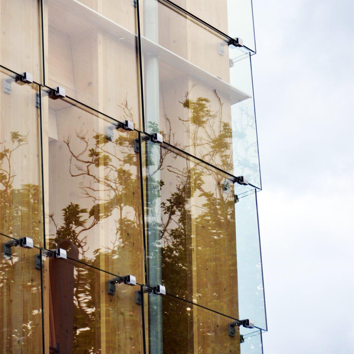Close-up of the LängleGlas Glass-Fastening-System  The Farmers' House by LängleGlas