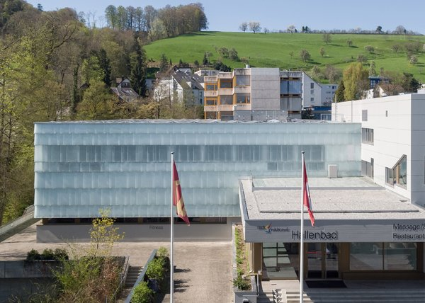Modern home with outdoor. New glass skin for fitness facility Wädenswil Photo  of Fitness facilities Wädenswil