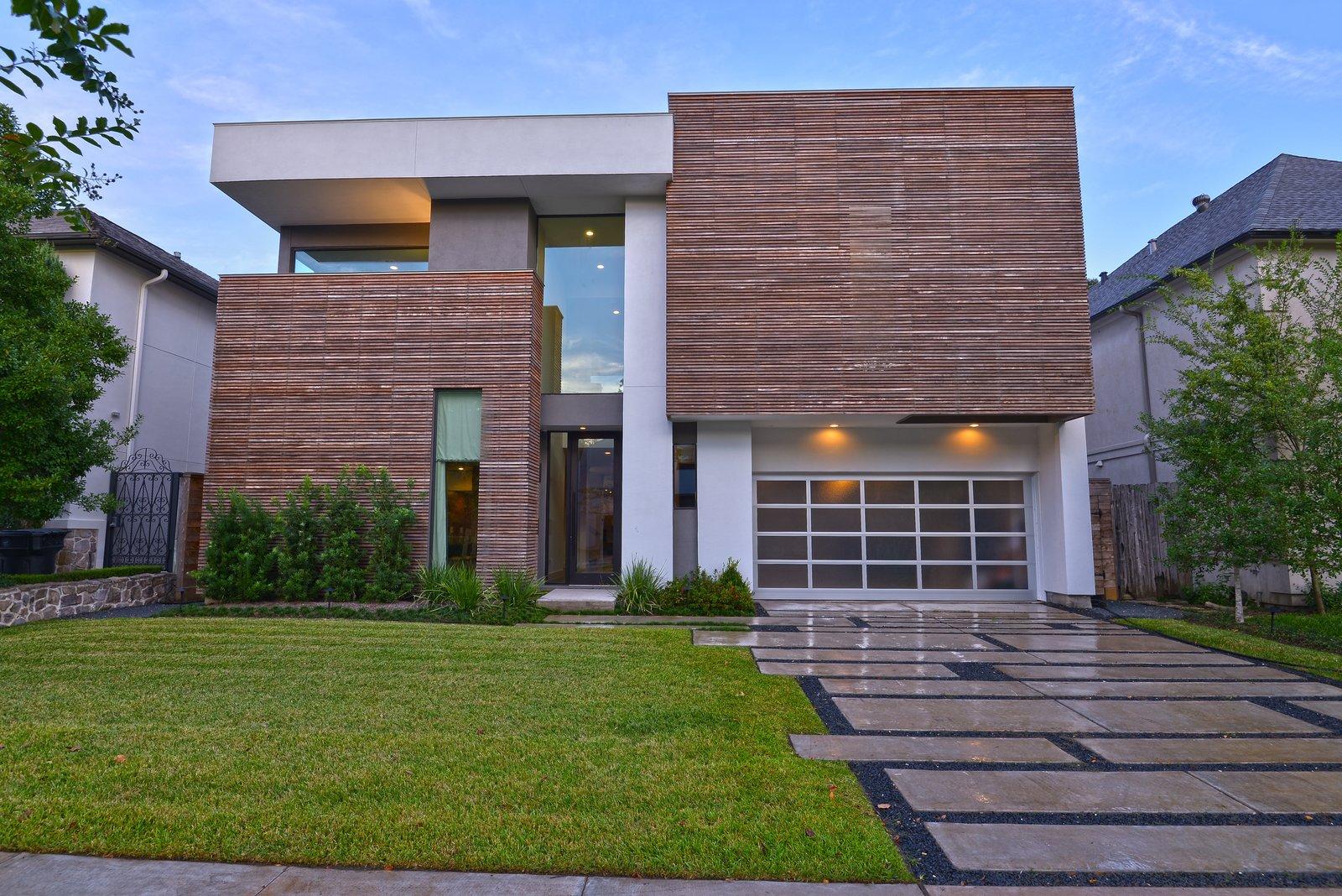Exterior  Upper Kirby by John Leggett + On Point Custom Homes