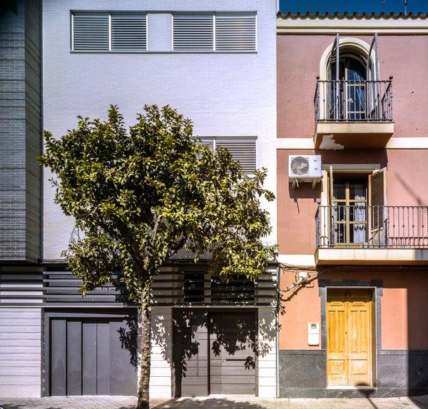 Casa Vázquez. Photo 2 of Casa Vázquez modern home