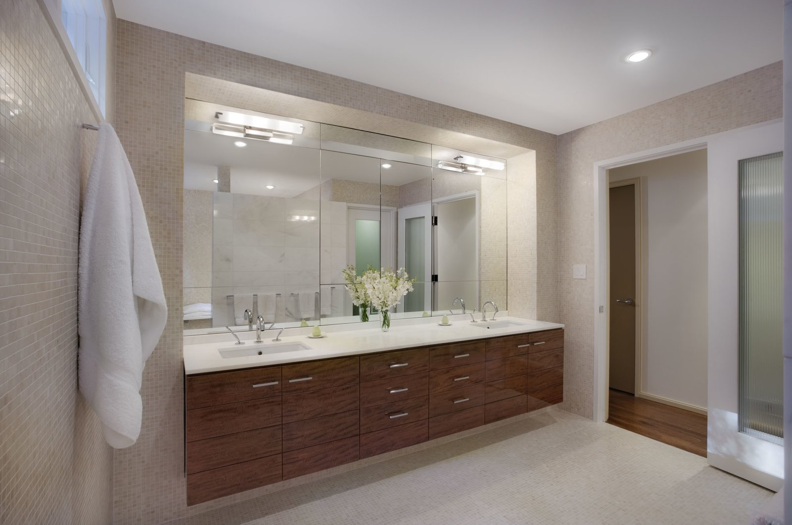 Master bathroom  Hayes Residence by Robert Scarpa