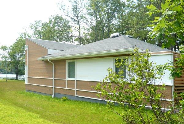Side view Photo 3 of Jureller Lake House modern home