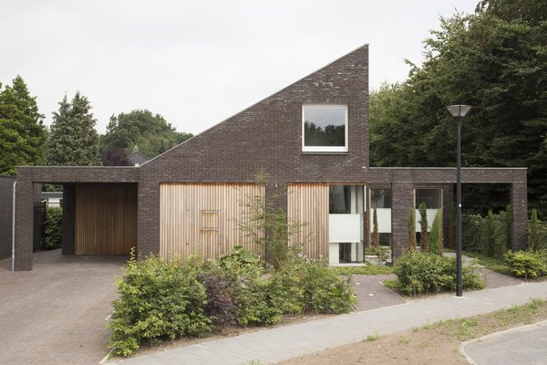 front Photo 10 of House Vlijmen modern home