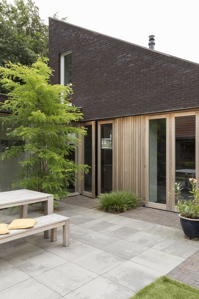 back yard Photo 7 of House Vlijmen modern home