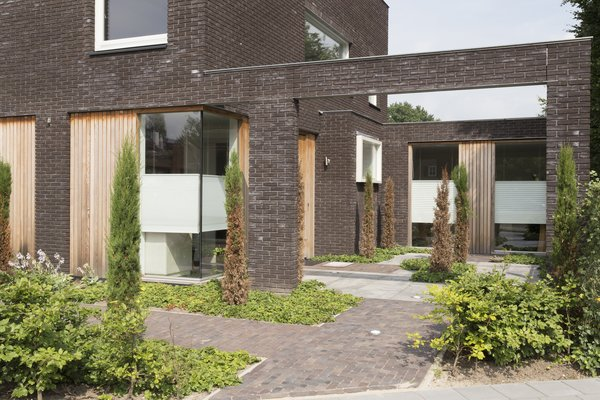 patio front Photo 6 of House Vlijmen modern home