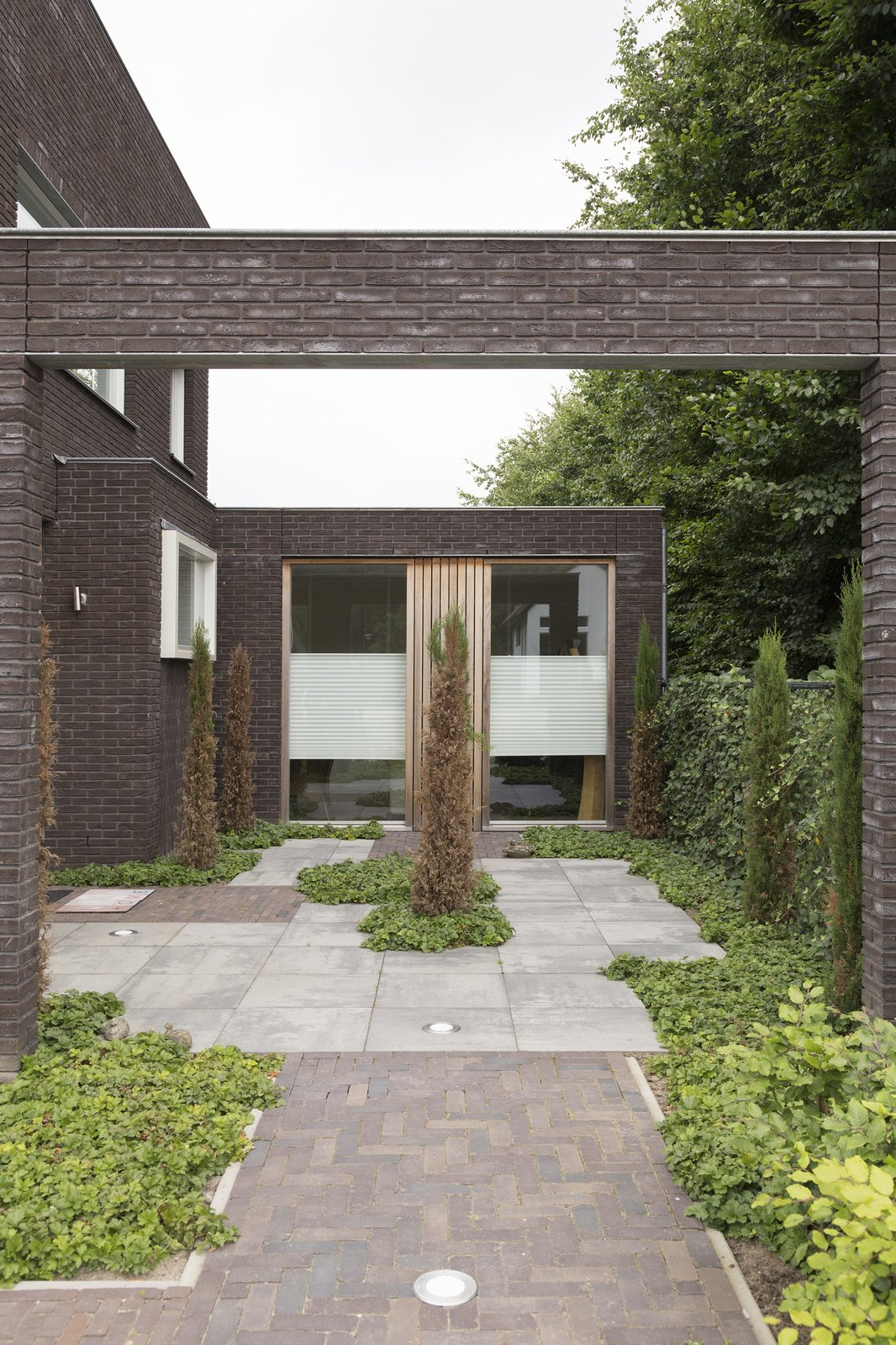 patio  House Vlijmen by Jan Couwenberg