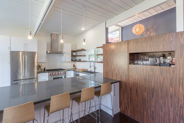Photo  of Mid-century Modern Kitchen modern home