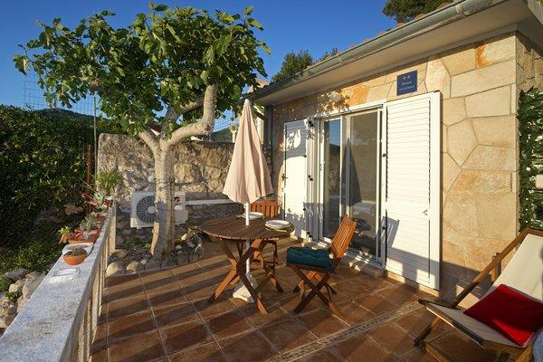 Photo 6 of Beachside Bungalow Studio modern home