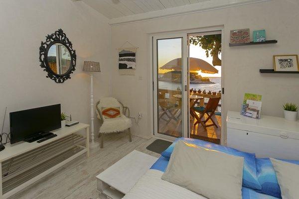 Photo 19 of Beachside Bungalow Studio modern home