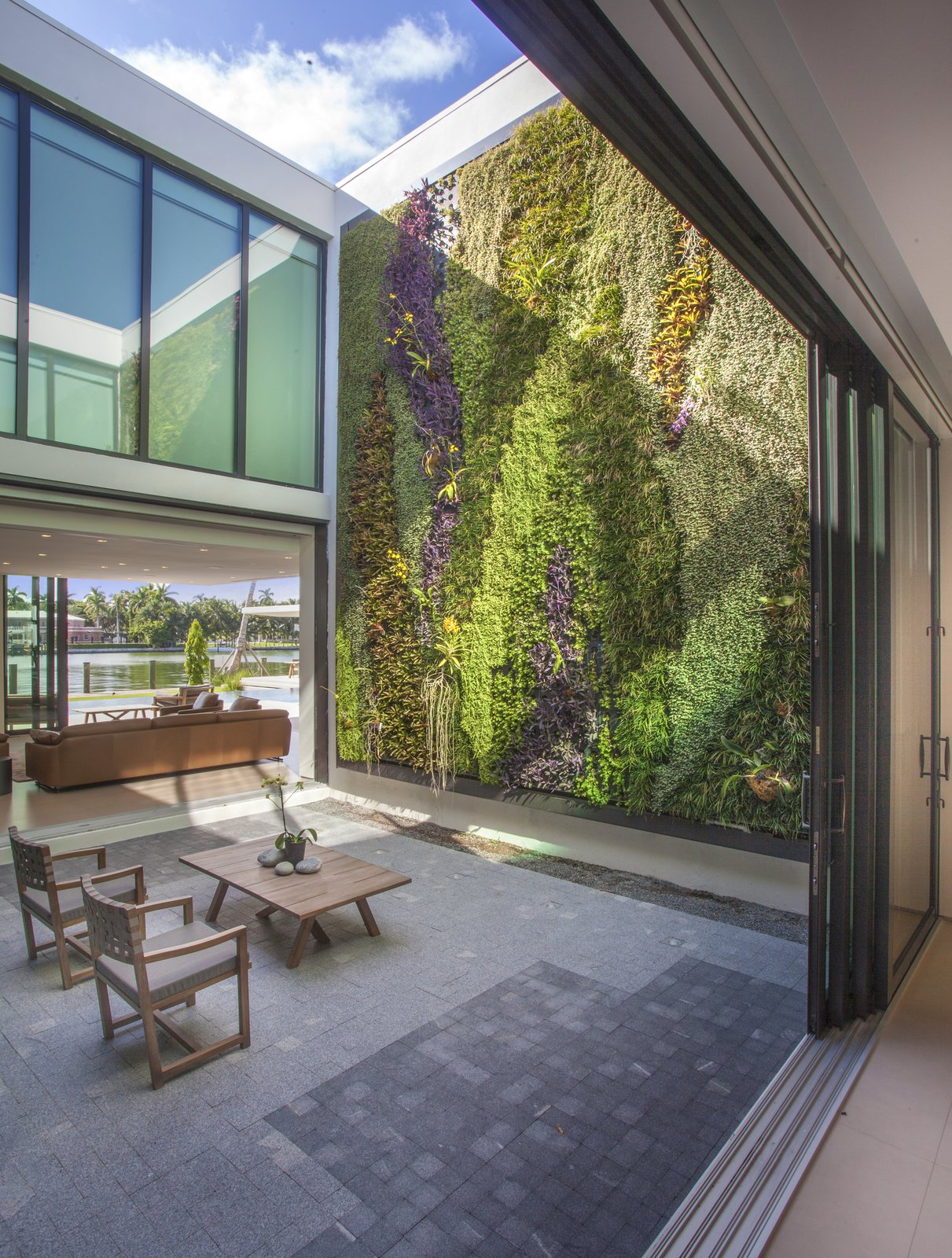 Atrium Allison Road Residence by Choeff Levy Fischman