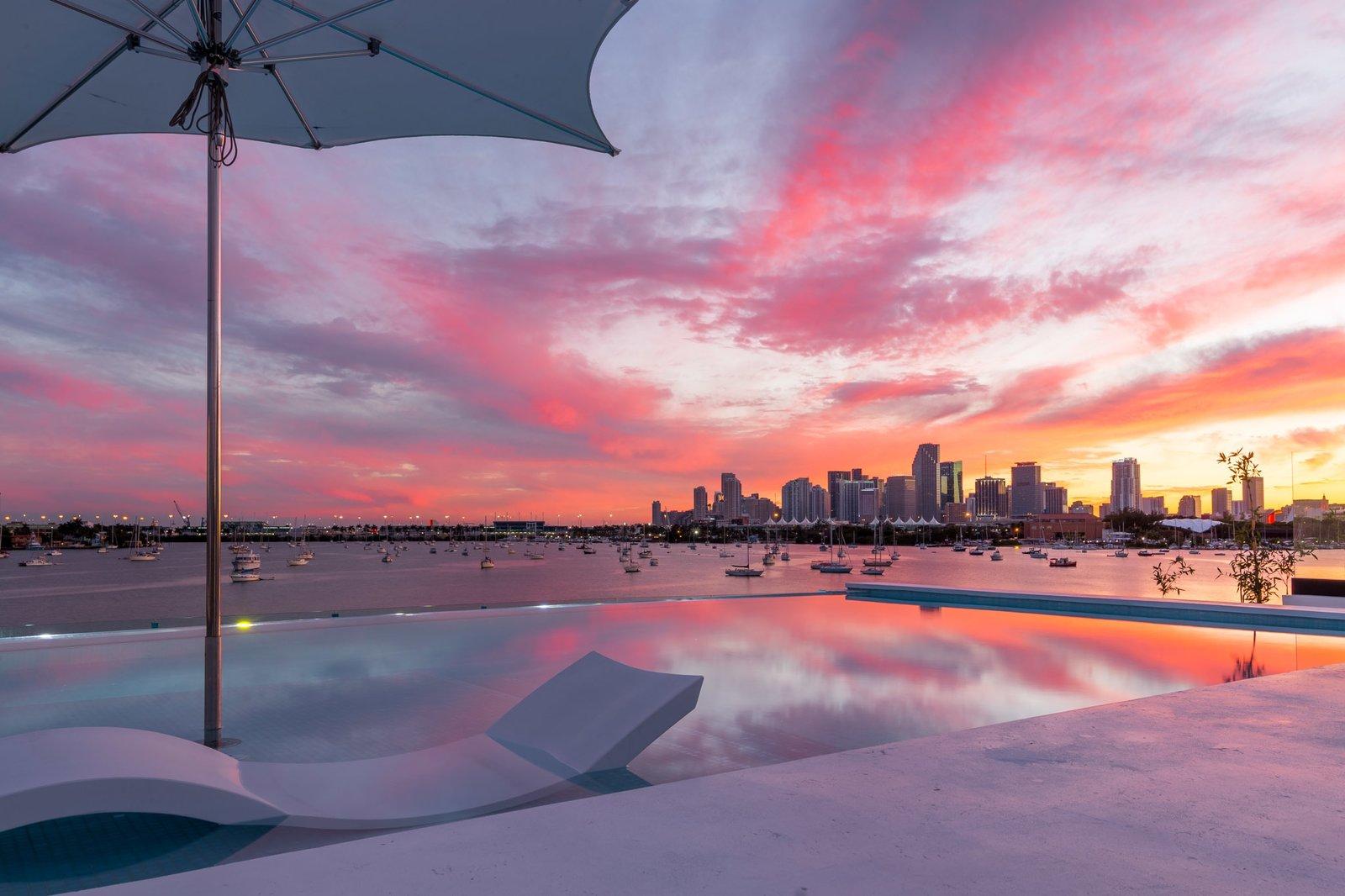 Glass-edge Infinity Rooftop Pool  Villa Venetian by Choeff Levy Fischman