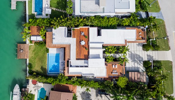 An aerial shot of the residence shows off the 2,500-square-foot rooftop deck. Photo 18 of North Bay Road Residence modern home