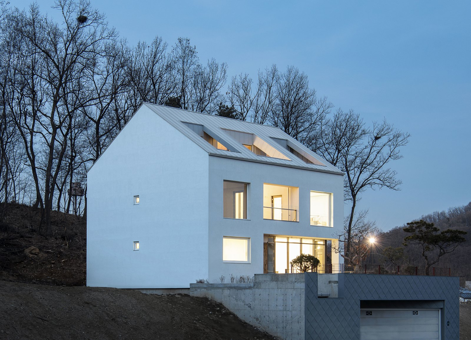 Main Image Tagged: Back Yard, Exterior, Stucco Siding Material, and House.  A House by Chang Kyu Lee
