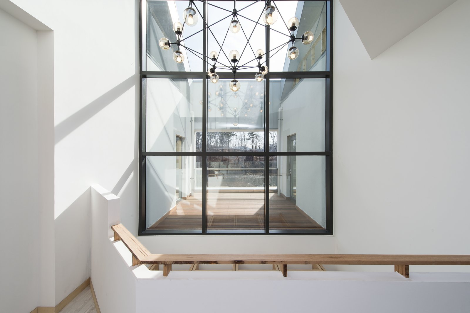 2nd Floor Terrace Tagged: Outdoor.  A House by Chang Kyu Lee