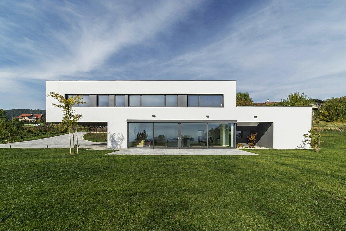 House b by sodaarhitekti dwell for Casa in legno prefabbricata costo