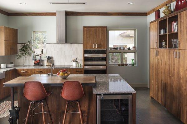 Kitchen breakfast area Photo 3 of 1600 Lakeside modern home