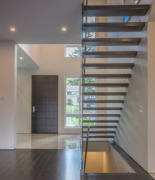 Clean geometry and fascinating shadows make for a space that has a lot of visual interest without being cluttered or overly ornamented. Photo  of Shadow on White Pallet modern home