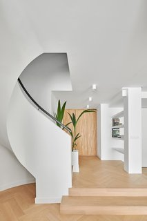 Top 4 Homes of the Week That Welcome You With Sleek Entryways - Photo 3 of 4 -