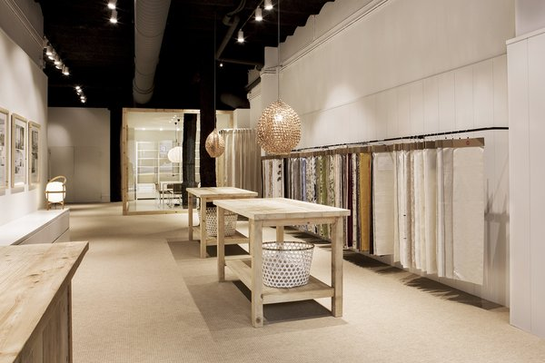 Photo 3 of Textil Showroom modern home