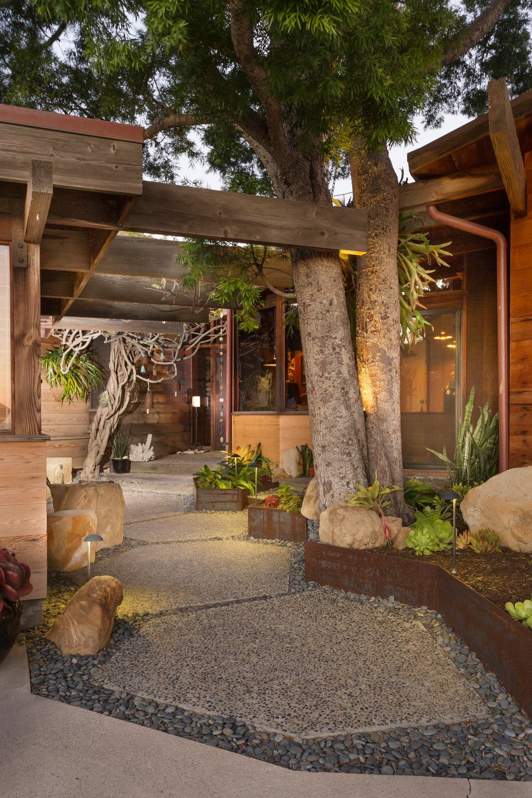 A 1974 Masterpiece Is Put on the Market by a Family Friend of the Late Julius Shulman - Photo 8 of 13