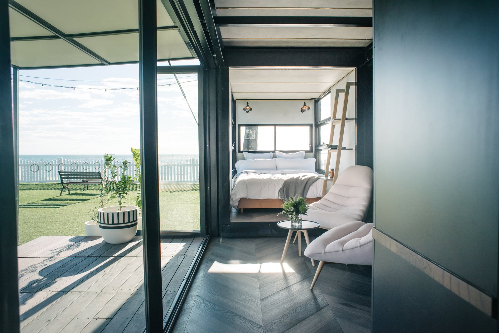 An Australian Firm Makes Portable Hotel Rooms Out of Shipping Containers - Photo 2 of 9
