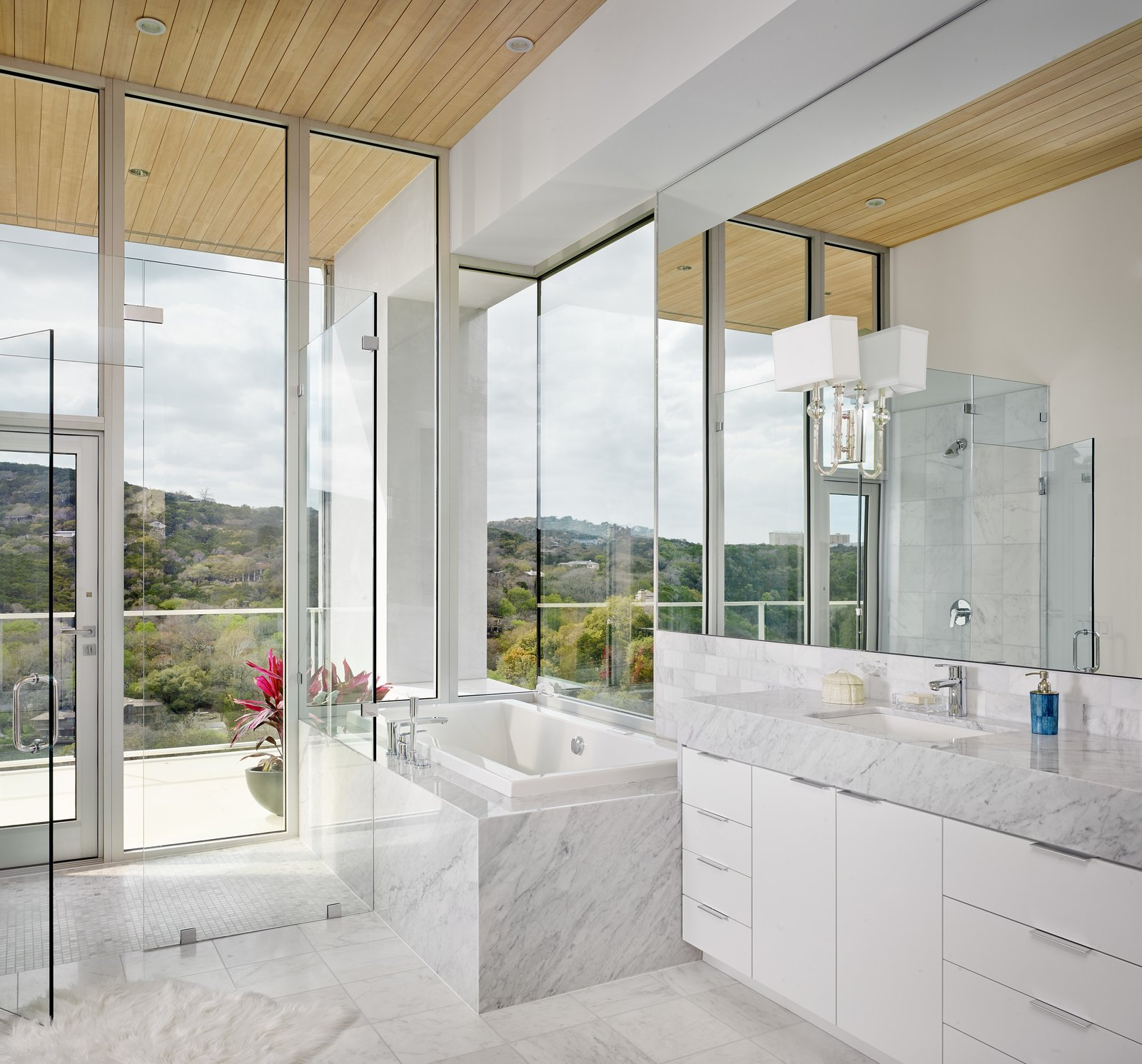 Master bath  Lakeshore Residence by Texas Construction Company